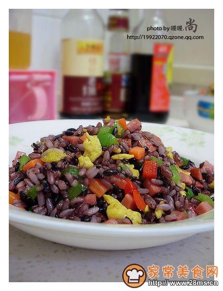 五彩紫米蛋炒饭的做法