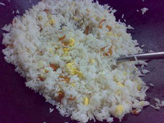 蟹子虾米蛋炒饭的做法步骤:8