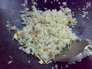 蟹子虾米蛋炒饭的做法步骤:11