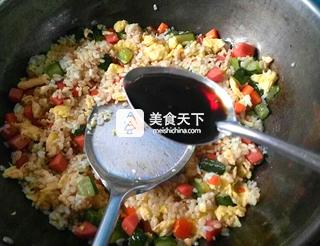 黄瓜火腿蛋炒饭的做法步骤:10