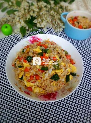 黄瓜火腿蛋炒饭的做法步骤:11