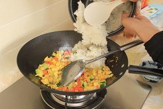 蛋炒饭的做法步骤:11