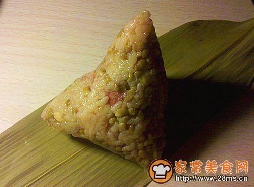 叉烧蛋黄粽的做法