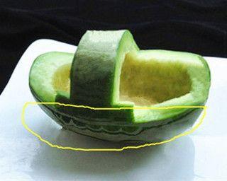 香瓜乌龟船水果盘的做法步骤:2