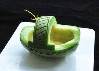 香瓜乌龟船水果盘的做法步骤:3