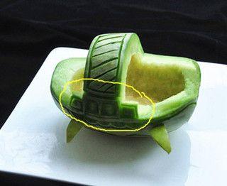 香瓜乌龟船水果盘的做法步骤:4