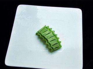香瓜乌龟船水果盘的做法步骤:6