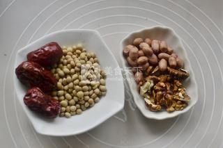 核桃红枣豆浆的做法步骤:1