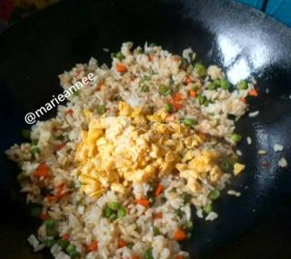 儿童蛋炒饭的做法步骤:12
