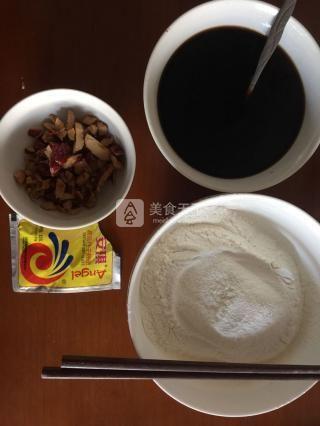 黑糖红枣发糕的做法步骤:1
