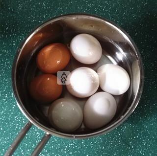 腌油黄咸鸭蛋的做法步骤:7