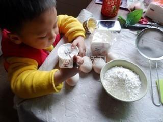 奶油纸杯海绵蛋糕的做法步骤:1