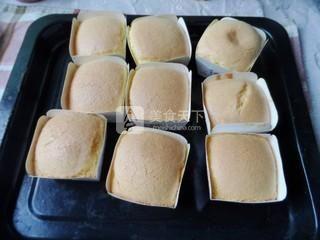 奶油纸杯海绵蛋糕的做法步骤:8