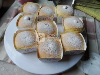 奶油纸杯海绵蛋糕的做法步骤:10