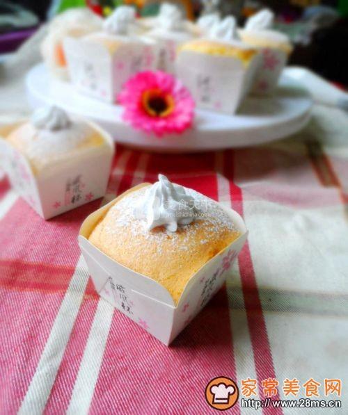 奶油纸杯海绵蛋糕的做法