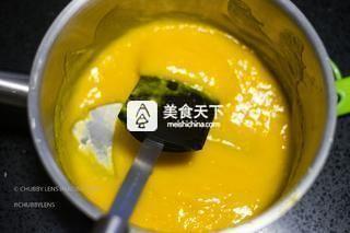泰国榴莲慕斯蛋糕的做法步骤:13