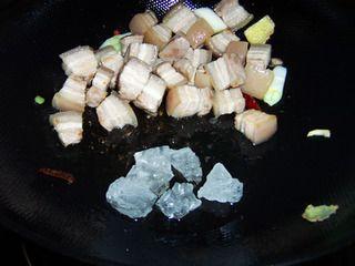 马哈鱼炖五花肉的做法