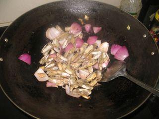 豉椒炒蛏子的做法步骤:4