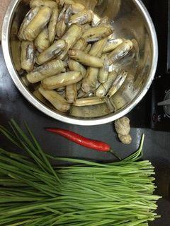 韭菜炒蛏子的做法步骤:1