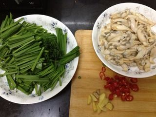 韭菜炒蛏子的做法步骤:3