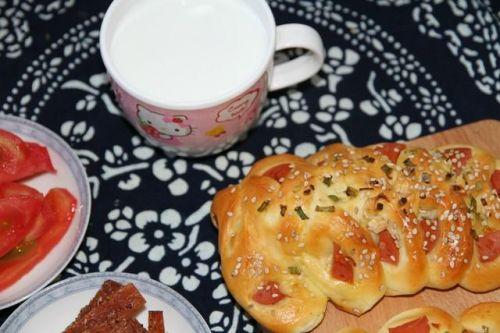 家庭自制面包,配方并非一成不变,改改更可口!香葱火腿肠面包!