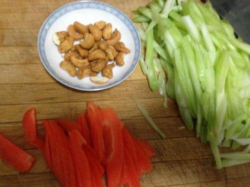 快手小凉菜,分分钟上桌,简单易做的西芹拌腰果,还能瘦身哦!