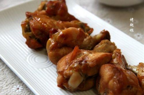 烤鸡翅根可以这样做,没有太多食品添加剂,味道也一样美美的!