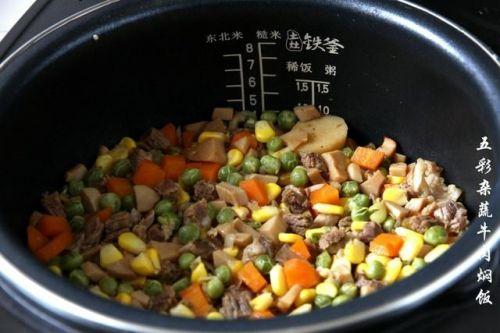 有肉有菜一锅饭,孩子直呼再来一碗!五彩杂蔬牛肉饭,好吃又好做