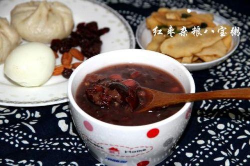 想要补气血,养容颜,推荐一款男女老少都爱喝的红枣杂粮八宝粥!