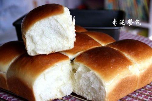 不放心外面买的面包,那就自己学着做吧,教你做个好吃的枣泥面包