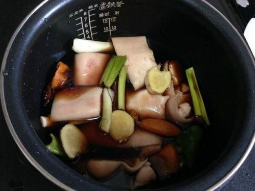 你只需要一个电饭煲,就可以做出香气扑鼻、养颜美容的红烧猪蹄!