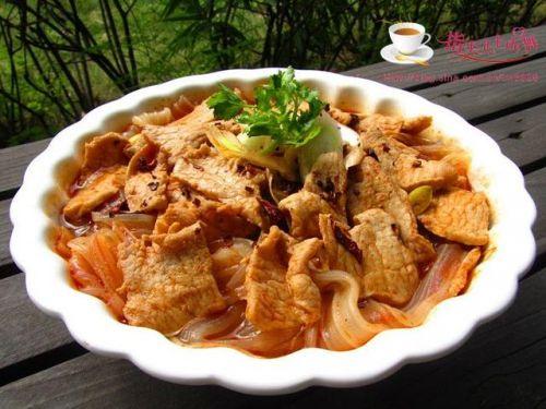 如何做出让人欲罢不能的水煮肉片?照着做好吃又下饭,试过就知道
