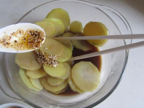 香辣爽脆的香辣拌土豆片 2 的做法