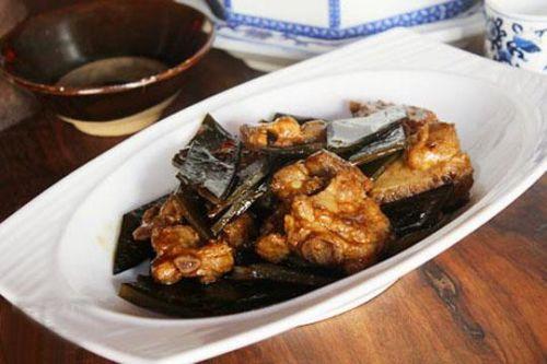 美味可口的红烧排骨海带