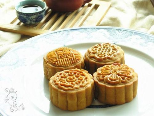 中秋节美食:广式月饼的做法_做中秋节名字的美食节美食好听图片