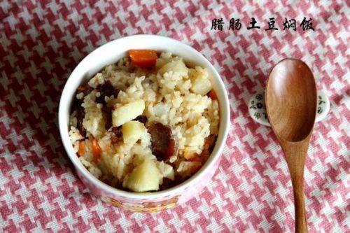 腊肠土豆焖饭 2 的做法