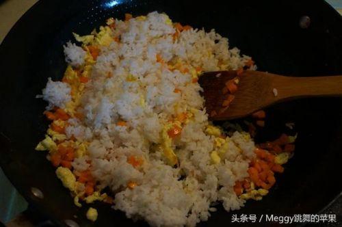 香菇酱鸡蛋炒饭