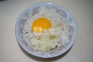 乒乓球蛋炒饭的做法步骤:2