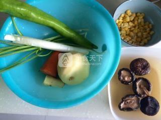 香菇土豆什锦蛋炒饭的做法步骤:3