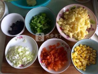 香菇土豆什锦蛋炒饭的做法步骤:4