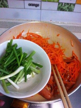 胡萝卜脆肠小炒的做法步骤:5