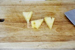 鲜榨草莓菠萝奶昔的做法步骤:7
