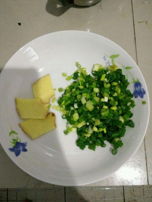 番茄金针菇蛋花汤的做法图解2