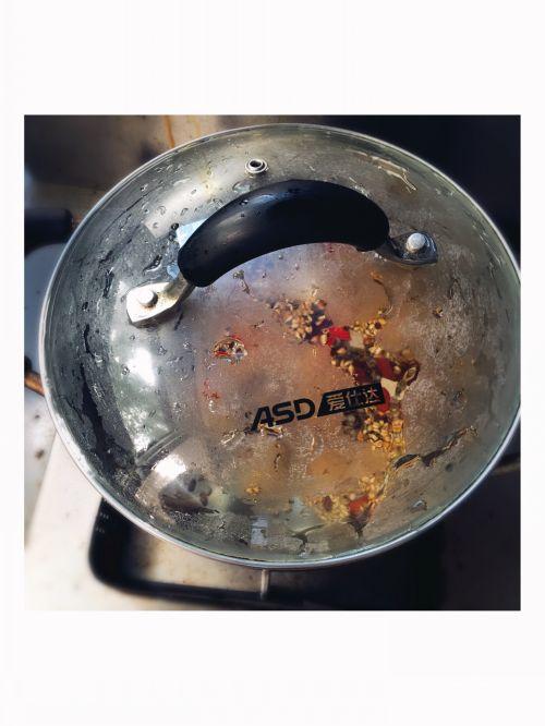 祛湿美容瘦身红枣薏米粥的做法图解2