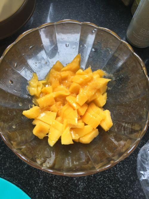 自制酸奶加芒果粒的做法图解4