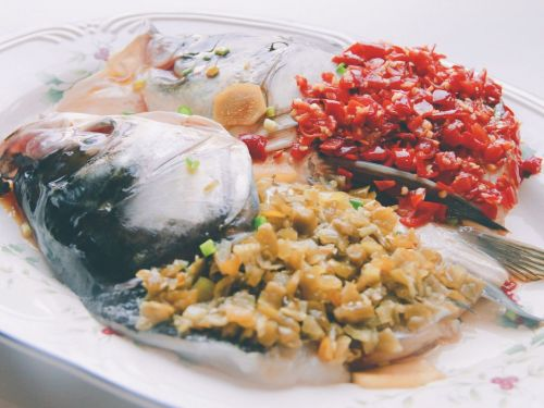 双椒拼色版剁椒鱼头的做法图解6