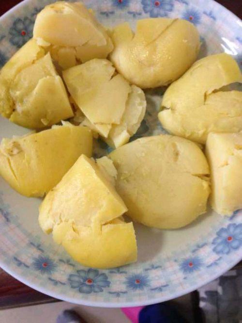 香煎香辣小土豆的做法图解1