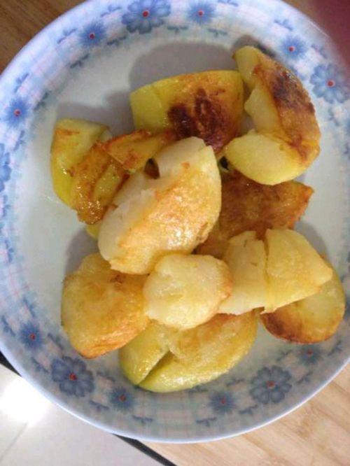 香煎香辣小土豆的做法图解2