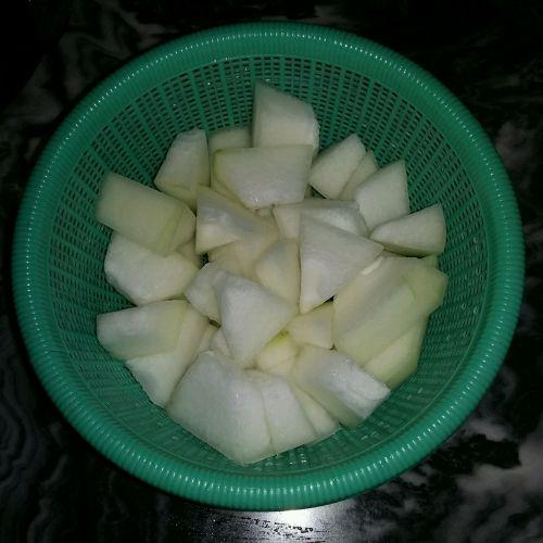 冬瓜排骨汤的做法图解2