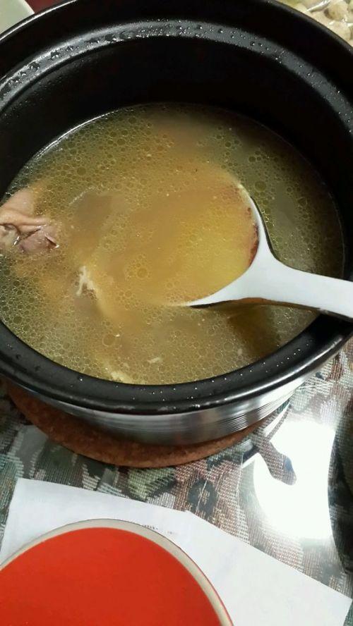 香菇咸肉枸杞鸽子汤的做法图解3